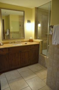 Kiva Lodge Bath Room